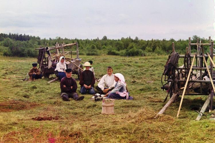 Peasants harvesting hay