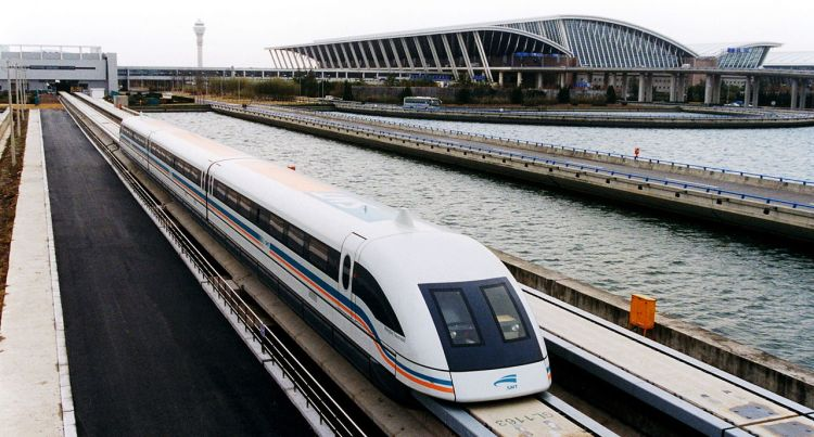 1280px-A_maglev_train_coming_out,_Pudong_International_Airport,_Shanghai